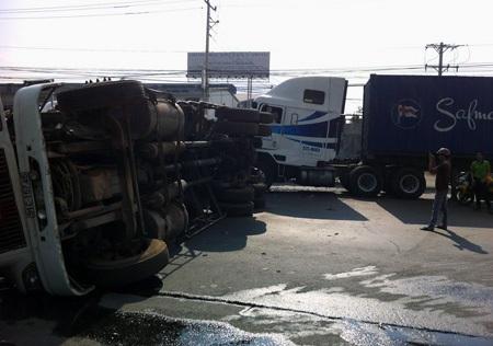 Hiện trường vụ va chạm giữa hai xe container