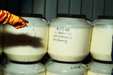 Hóa chất được phát hiện trong các thùng container chứa hàng lậu