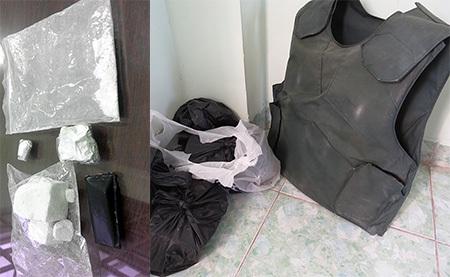 Ma tuý và áo giáp thu được tại nhà Thanh
