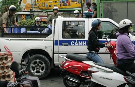 Ông trùm buôn thuốc lá lậu Lê Xuân Hoàng bị công an bắt giữ vào sáng 9/5
