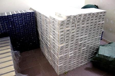 Hàng chục ngàn gói thuốc lá lậu bị lực lượng chức năng thu giữ ngày 9/5