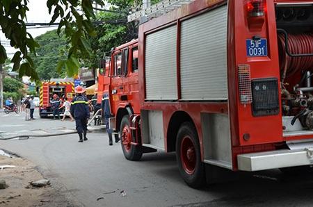 Lực lượng cứu hoả nỗ lực dập lửa