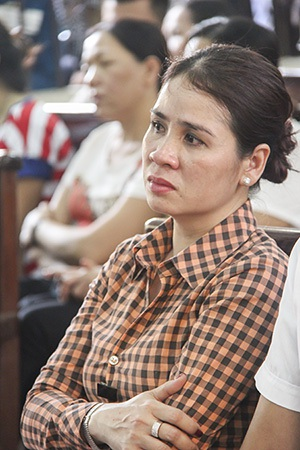 Vợ Thiếu tá Trần Ngọc Sơn có mặt phiên tòa
