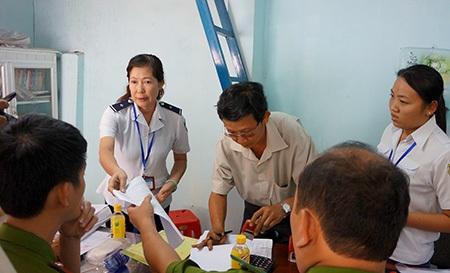 Đoàn kiểm tra có mặt tại trụ sở công ty Phú Thành Quốc để làm việc