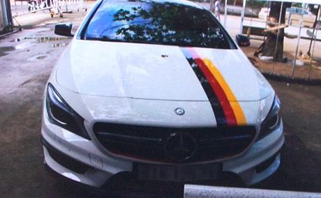 Chiếc xe ô tô liên quan đến vụ tai nạn đang bị tạm giữ phục vụ công tác điều tra