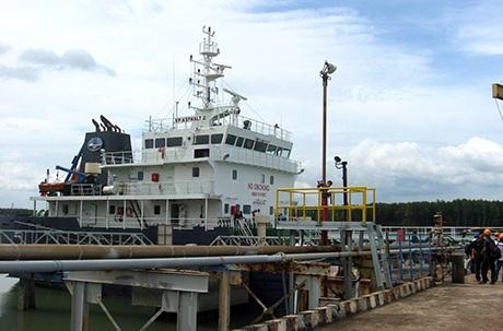Tàu VP ASPHALT 2 tại cảng Gò Dầu