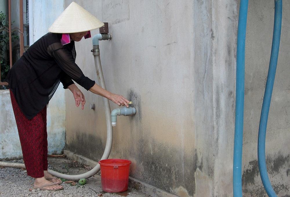 """Hàng ngàn người dân quay cuồng trong """"cơn khát"""" nước sạch"""