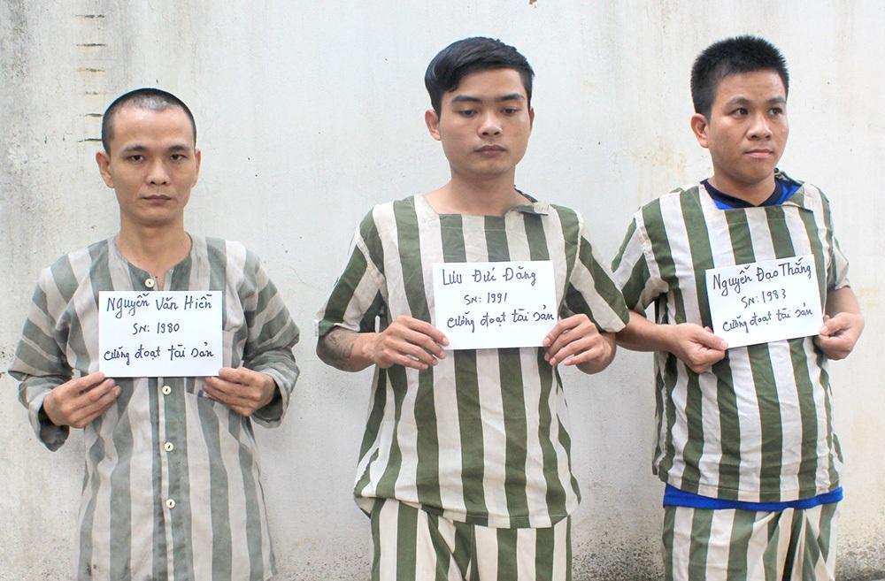 Một số đối tượng trong nhóm đòi tiền bảo kê bị tạm giam tại cơ quan công an