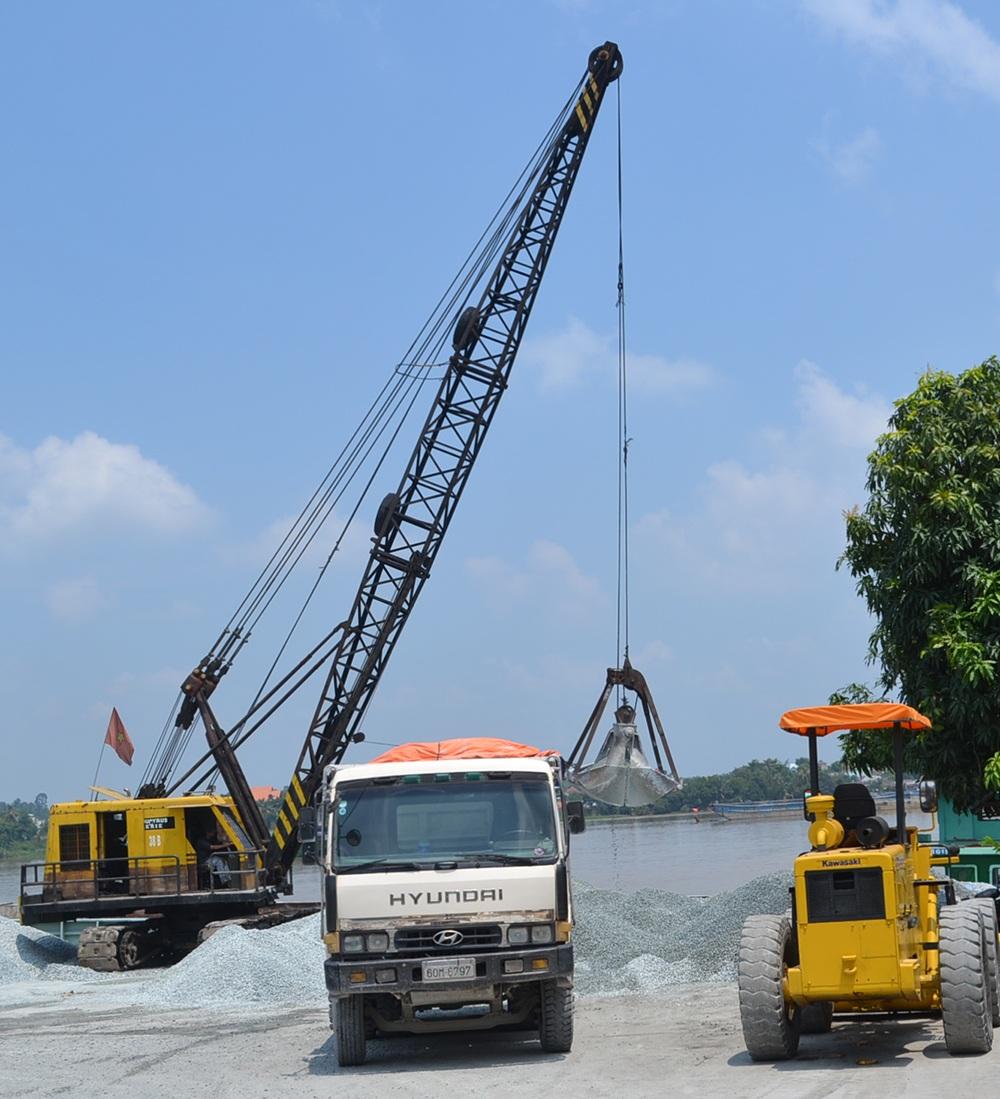 Một bến thủy nội địa hoạt động không phép ở xã Tân Hạnh, thành phố Biên Hòa
