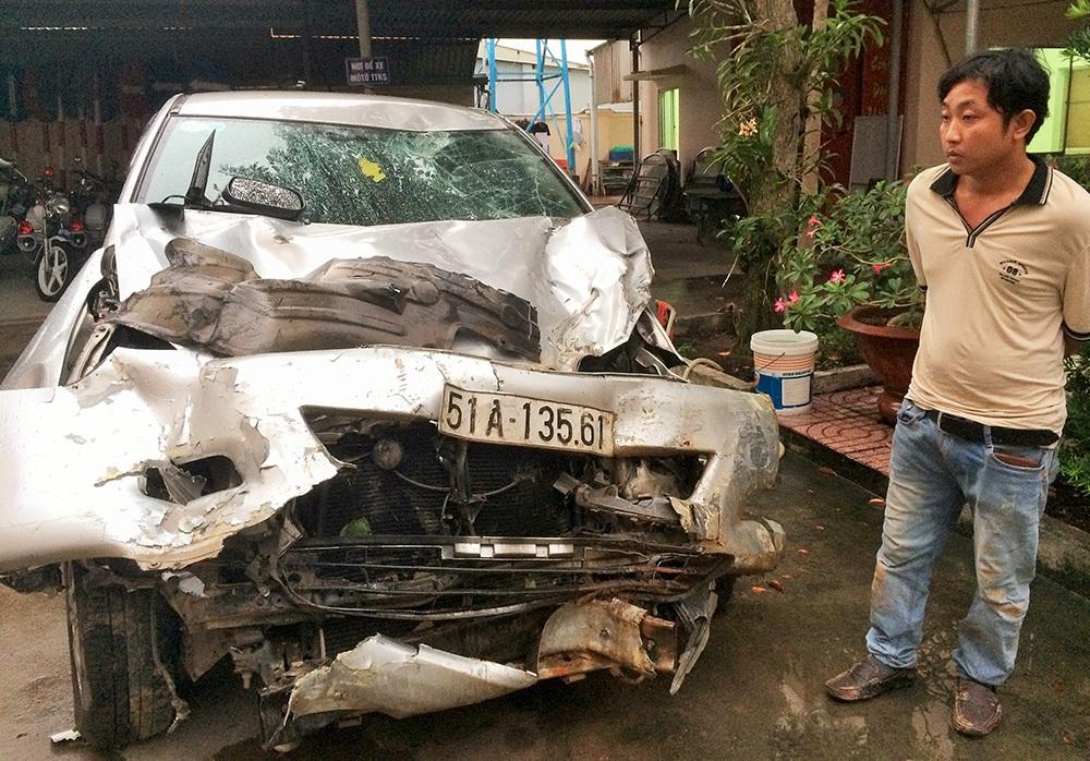 Tài xế Thi và chiếc xe 7 chỗ hư hỏng nặng sau màn bỏ chạy 10km