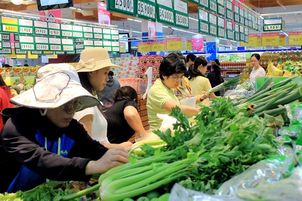Giá cả tại các siêu thị vẫn bình ổn sau vài ngày xăng tăng giá.