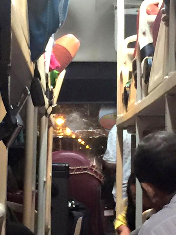 Hành khách trên xe náo loạn sau vụ ném đá