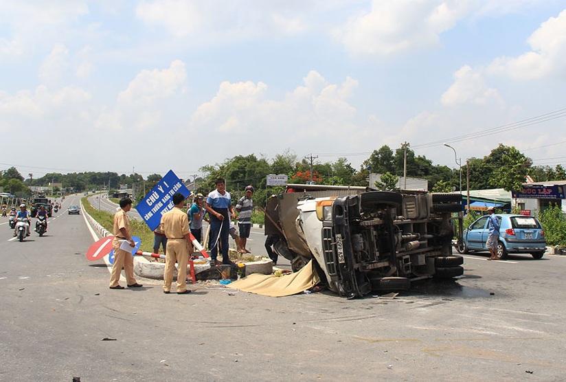 Phụ xe tải thiệt mạng sau vụ tai nạn