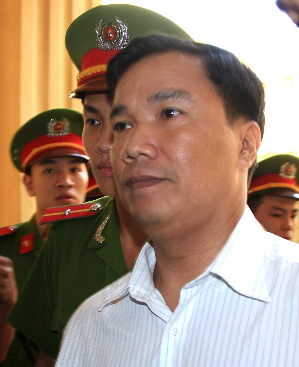 Bị cáo Ngô Văn Vinh được áp giải đến tòa