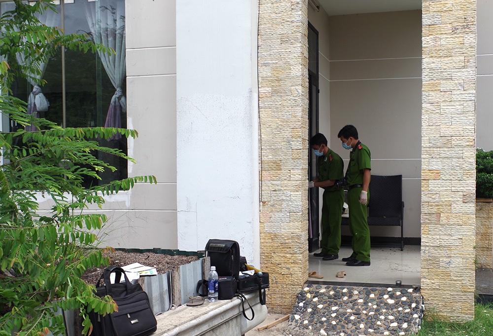 Cơ quan điều tra phát hiện 1,7 tỷ đồng trong chiếc tủ âm tường khi khám nghiệm hiện trường