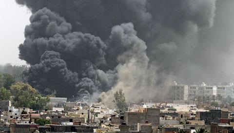 """NATO quyết tâm """"dứt điểm"""" chiến dịch Libya trong tháng 6 - 1"""