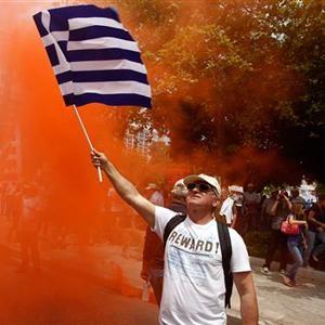 Biểu tình biến thành bạo động, Hy Lạp tuyên bố lập chính phủ mới - 1