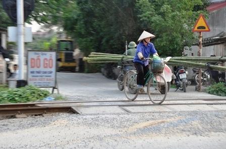 Trong số 32,2km chiều dài đường sắt, Hà Nam có đến 179 đường ngang dân sinh