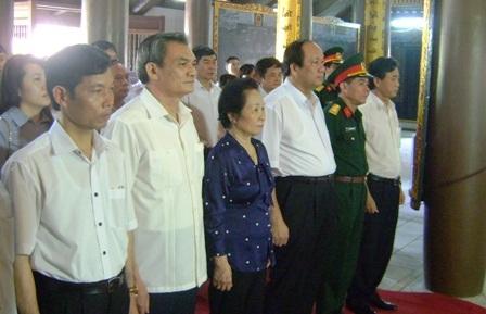 Phó Chủ tịch nước tặng quà cho đối tượng người có công trên địa bàn tỉnh Hà Nam