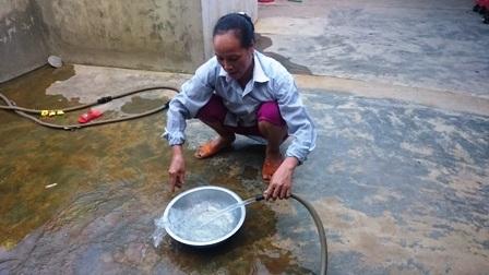 Người dân nơi đây hi vọng sẽ sớm thoát khỏi tình trạng khát nước sạch
