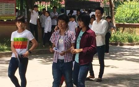 Các thí sinh Hà Nam tham dự môn thi Ngữ Văn kỳ thi THPT quốc gia năm 2015.