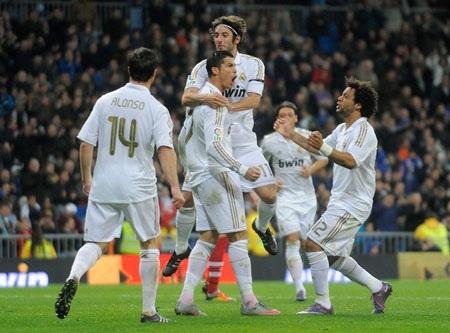 Real Madrid: Ông Vua châu Âu giai đoạn lượt đi - 1