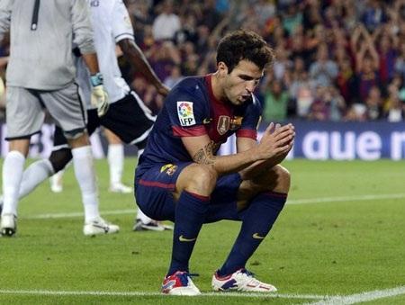 Fabregas đang đối mặt với thực tế phũ phàng tại Nou Camp