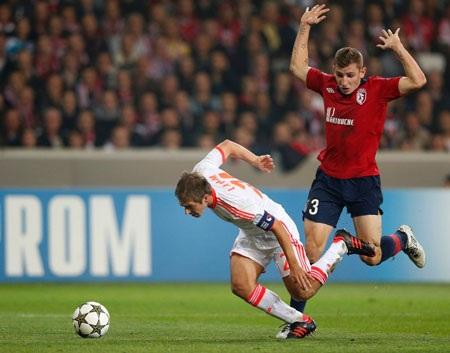 Lahm đem đến tình huống bước ngoặt giúp Bayern Munich giành chiến thắng