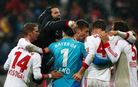 Leverkusen có được chiến thắng sau 23 năm chờ đợi