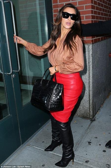 Những trang phục bó sát làm từ chất liệu da dường như là niềm yêu thích bất tận của Kim
