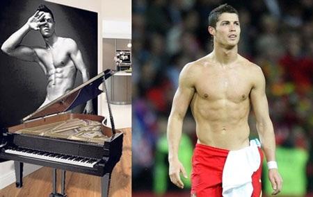 Ronaldo tự mãn ngắm cơ thể của mình mỗi ngày.