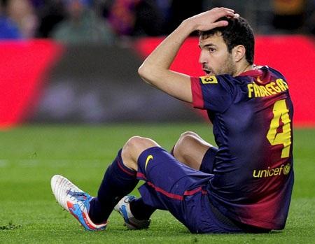 Fabregas sa sút không phanh kể từ khi Vilanova rời khỏi băng ghế chỉ đạo để đi trị bệnh