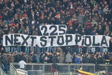 …nhưng xuyên qua cả không gian lẫn thời gian là một tình yêu bất diệt dành cho AS Roma.