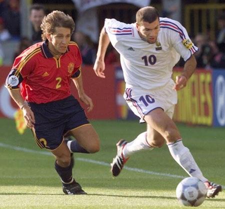 Đôi chân ma thuật của Zidane từng là nỗi ám ảnh đối với người Tây Ban Nha