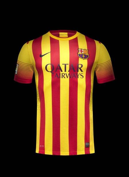 Áo đấu sân khách của Barcelona được thiết kế rất bắt mắt.