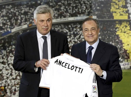 Ancelotti bên cạnh chủ tịch Perez trong ngày ra mắt Real Madrid