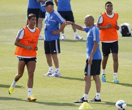 Cristiano Ronaldo bắt đầu một chu kỳ mới trong sự nghiệp dưới sự dẫn dắt của Zidane và Ancelotti.