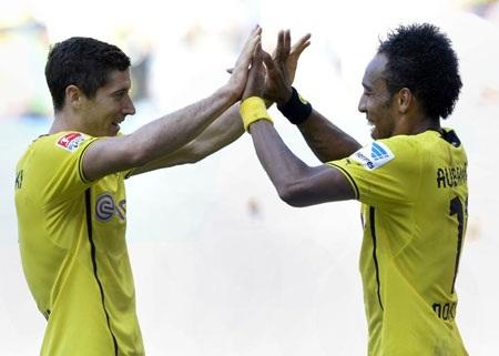 Cặp song sát Lewandowski-Aubameyang đem về chiến thắng đầu tay cho Dortmund tại Bundesliga 2013-14