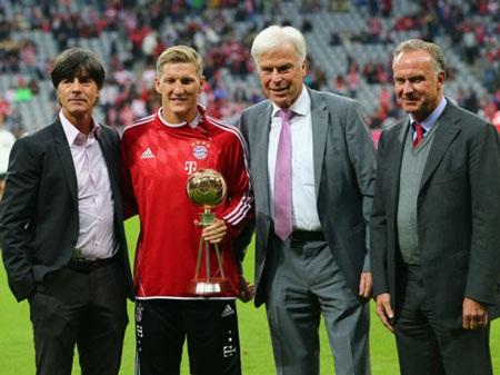 Schweinsteiger được vinh danh với trận đấu thứ 300 trong sự nghiệp