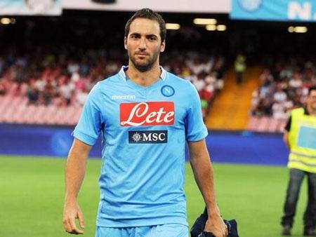 Higuain đang tỏa sáng rực rỡ trong màu áo Napoli