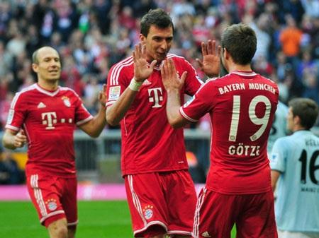 Götze tạo ra sự khác biệt khi in dấu giày trong 3 bàn thắng của Bayern Munich