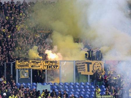 Không khí nóng bỏng của trận derby vùng Ruhr