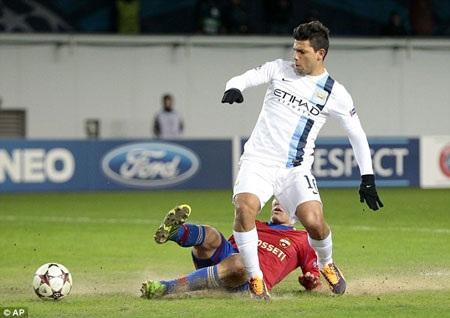 Aguero tỏa sáng với cú đúp đem về chiến thắng cho Man City