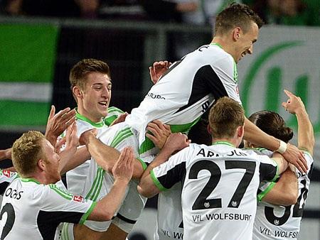 Wolfsburg hạ gục Dortmund