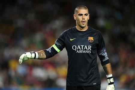 Barcelona gặp phải thách thức lớn khi Valdes nhất quyết ra đi