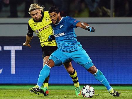 Hulk và đồng đội gần như tê liệt trước sức mạnh mà Dortmund thể hiện