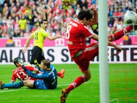 Dortmund nghiền nát nhà vô địch ngay tại Allianz Arena