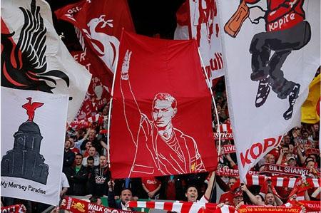 """David Moyes...được dựng tượng bên ngoài thánh địa Anfield vì những gì ông đã """"giúp đỡ"""" Liverpool."""