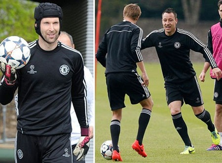 Cech và Terry bất ngờ trở lại tập luyện