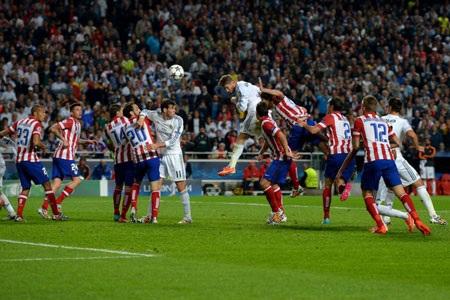 Bi kịch xảy đến với thầy trò Diego Simeone ở những phút bù giờ cuối cùng của trận đấu.